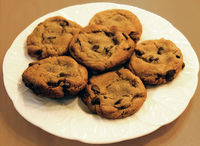 800px-Chocolate_chip_cookies